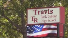 Autoridades atienden falsa alarma por un paquete sospechoso al interior de una escuela al sur de Austin