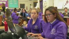 Una escuela gratuita que ayuda a las estudiantes mujeres a salir adelante