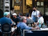 """Dueña de restaurante de NYC aumenta sueldos a $25 la hora y dice que """"no es suficiente"""""""