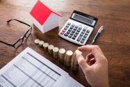 """""""Si paga arriba de 4% de interés en su hipoteca"""", debe refinanciar ahora; experto de Illinois explica"""