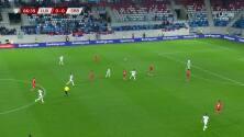 ¡GOL!  anota para Serbia. Dusan Vlahovic