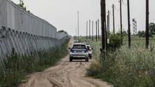 Grecia extiende el muro fronterizo con Turquía para frenar la creciente ola de migrantes que huyen de Afganistán