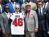 Tampa Bay Buccaneers visitan a Joe Biden en la Casa Blanca con Tom Brady