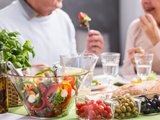 Dieta Mind: la combinación de alimentos que ayuda a evitar el deterioro cognitivo y el Alzheimer, según un estudio