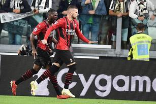 Juventus y Milan reparten puntos en la Serie A tras empate 1-1 en Turín. La 'Vecchia Signora' sigue sin encontrar la victoria tras la salida de Ronaldo y los 'Rossoneri' siguen invictos. Un gol de cabeza del croata Ante Rebic determinó el empate. el conjunto milanista y el Inter comparten el liderato.