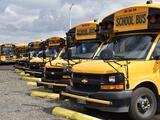 Más dinero, estímulos y horas extra: distritos escolares lidian con la escasez de conductores de transporte escolar