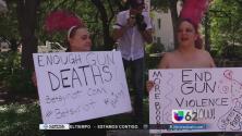 Universitarios texanos armados a la escuela