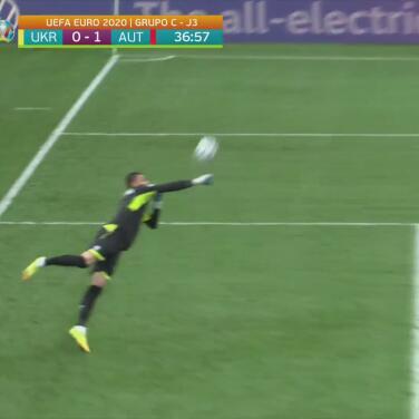 Laimer estuvo cerca de marcar el segundo para Austria