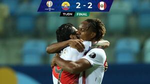En 8 minutos, Perú le sacó el empate a Ecuador en duelo sin tregua