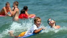 Sigue estas recomendaciones para evitar ahogamientos de niños durante el verano