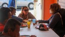 """""""Queremos regresar algo de lo bueno que nos dieron"""": llegaron a Tijuana con la caravana y ahora dan de comer a otros migrantes"""