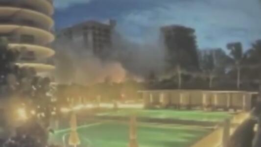 El momento en el que colapsa parte de un edificio en Miami Beach