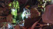 Rescatan a un niño y varios vecinos entre las ruinas del edificio derrumbado cerca de Miami Beach