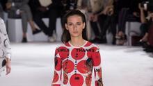 ¿Cómo parecer que te vistes sin esfuerzo? Stella McCartney lo mostró en Paris Fashion Week
