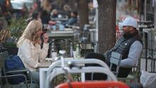 ¿Reabrirán las calles que sirven a restaurantes en el condado de Miami-Dade como espacios para comer al aire libre?