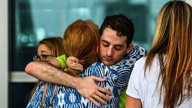 """""""Me atrevo asegurar que mi hermano está ahí"""": colombiano lo busca en el derrumbe en Surfside"""