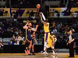 Lakers dejan a Warriors al borde del KO en el Play-In de la NBA