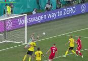 Era el del triunfo: Lewandowski lanza un centro y casi anota el empate