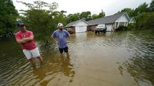 En fotos: Claudette deja inundaciones y lluvias en la costa del Golfo y ahora avanza hacia Alabama y Georgia