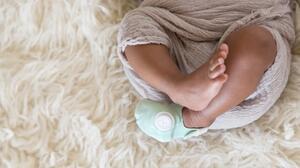 Este calcetín podría salvar la vida de tu bebé... O al menos permitirte descansar