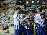 El Porto del 'Tecatito' Corona vence al Benfica y se lleva la Súpercopa de Portugal