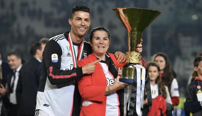 La madre de Cristiano quiere que su hijo vuelva al Sporting de Portugal