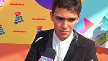 Uno de los 'Aristemos' llegó a los Kids' Choice Awards imponiendo estilo y así afronta las críticas por su vestir