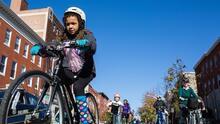 Mientras los accidentes automovilísticos aumentan en EEUU, invertir en ciclovías está salvando vidas