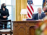El presidente Biden convierte en ley el masivo paquete de estímulo