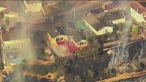 Incendio de vegetación en Vallejo provoca el cierre de calles y una orden de evacuación