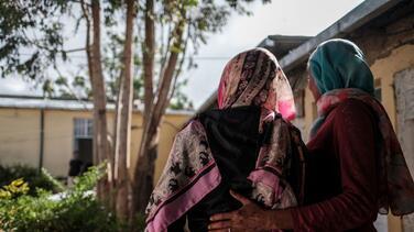 """Otra historia de """"esclavitud sexual"""": soldados la violaron y luego le introdujeron clavos y piedras en la vagina"""
