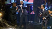 Gilberto Santa Rosa, Néstor Torres y Jose Alberto 'El canario' recuerdan la salsa de Johnny Pacheco en Premio Lo Nuestro