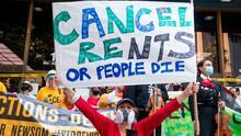 ¿En qué consiste la ley que busca proteger de desalojos y acosos a los inquilinos en Los Ángeles?