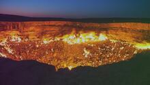 """""""Parece como si fueran las puertas del infierno"""": Los misterios que esconde el Cráter de Darvaza, al norte de Turkmenistán"""