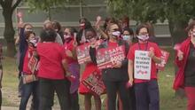 Conoce por qué enfermeras del condado de Cook están realizando un paro laboral