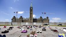 Hallan cientos de tumbas en otro antiguo internado para niños indígenas de Canadá