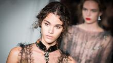 PFW: Valentino desfila su colección considerada 'un nuevo capítulo'