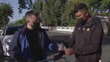 Entregan gas pimienta a vendedores ambulantes de Los Ángeles para defenderse de agresiones físicas y verbales