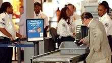 ¿Pueden los agentes fronterizos inspeccionar los dispositivos electrónicos en puertos y aeropuertos? ACLU responde