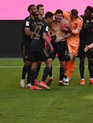 Koln 1-0 Schalke, Unione Berlín 2-1 RB Leipzig, Hoffenheim 2-1 Hertha Berlín, Bayern Múnich 5-2 Augsburg, Borussia Dortmund 3-1 Bayer Leverkusen, Eintracht Frankfurt 3-1 Freiburg, Stuttgart 0-2 Arminia Bielefeld, Wolfsburg 2-3 Mainz y Werder Bremen 2-4 Borussia Moenchengladbach.