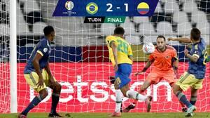 Con gran polémica, Brasil remontó y venció a Colombia