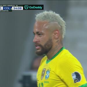 Neymar no alcanza a llegar con comodidad a un gran pase de Silva