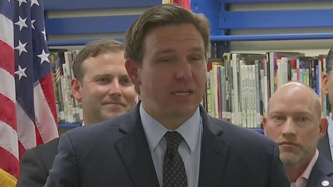 """Florida aprueba leyes para que los estudiantes del estado sean reciban """"enseñanza cívica anticomunista"""""""