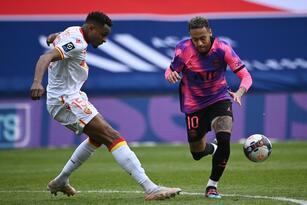 Los brasileños Neymar y Marquinhos se echan el equipo al hombro y consiguen anotar en la victoria 2-1 sobre el Lens.