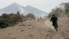 Así se salvó un grupo de rescatistas guatemaltecos tras una explosión del volcán de Fuego