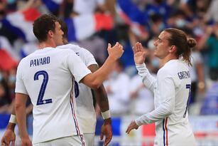 Francia derrota 3-0 a la escuadra de Bulgaria previo a su participación a la Euro 2021. Antoine Griezmann abrió el marcador al minuto 29 y Oliver Giroud se lució con doblete para darle la victoria a su equipo sobre los búlgaros. 'Les Bleus' iniciarán la competencia europea ante Alemania.