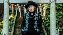 Anciano de 84 años se vuelve influencer en Instagram después de que su nieto lo vistió con ropa a la moda