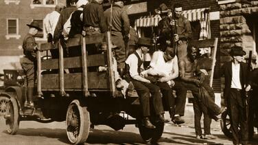 Cómo una falsa acusación desató la peor matanza de negros en EEUU: 100 años de un infierno y masacre en Tulsa
