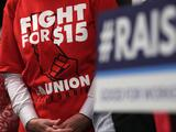 Un salario mínimo de $15 en todo EEUU, una promesa esquiva para Biden