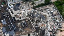 """""""Parece que habían trabajos en el techo"""": experto sobre posibles causas del colapso de un edificio en Miami Beach"""